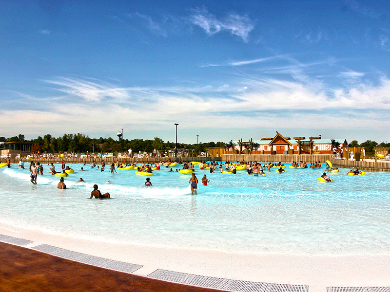 wave pool at zoombezi bay