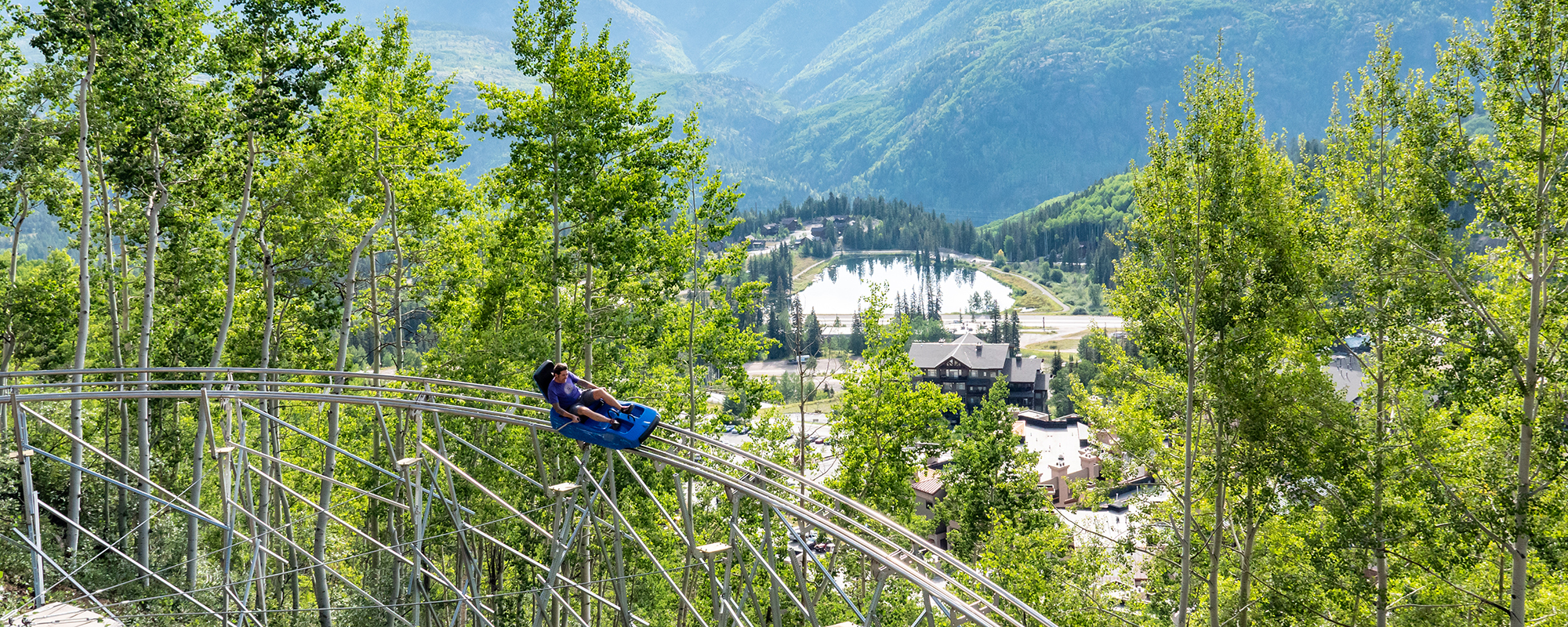Overview of the coaster with the mountains in the background