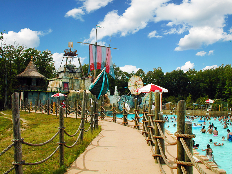Six Flags New Jersey Wave Pool and path