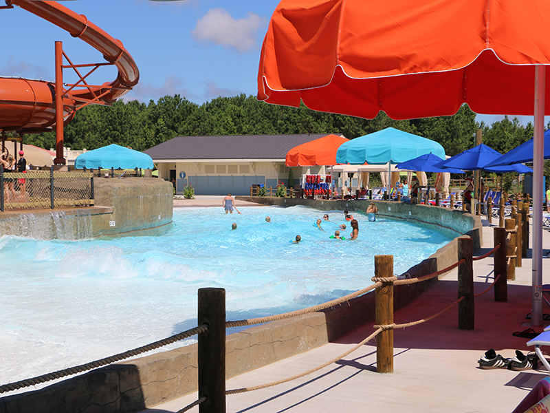 Dual entry wave pool