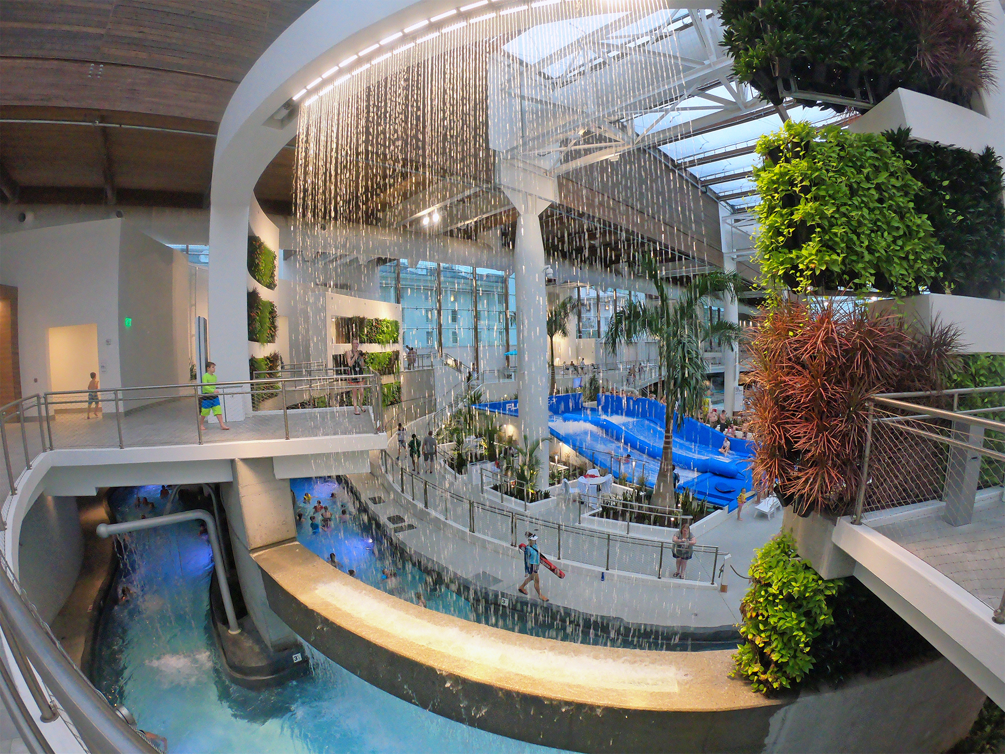 water feature indoor at gaylord opryland resort