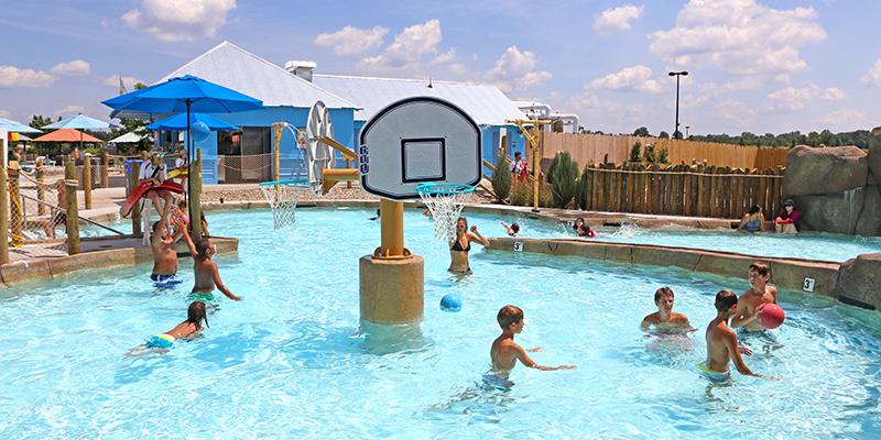 Kids playing basketball at Columbus Zoo Waterpark